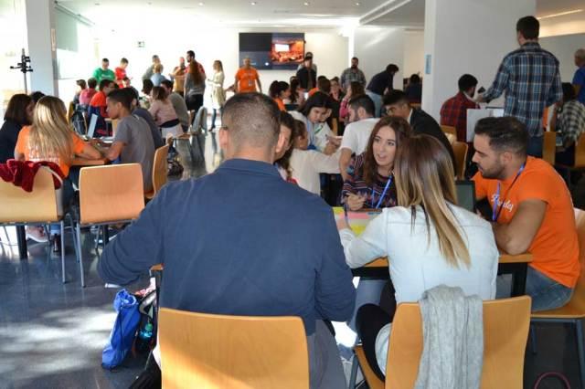Participantes en Ideas Factory de la UAL  en plena faena.