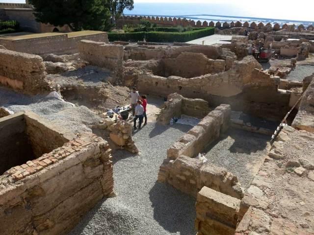 Trabajos de conservación en el segundo recinto de la Alcazaba de Almería.