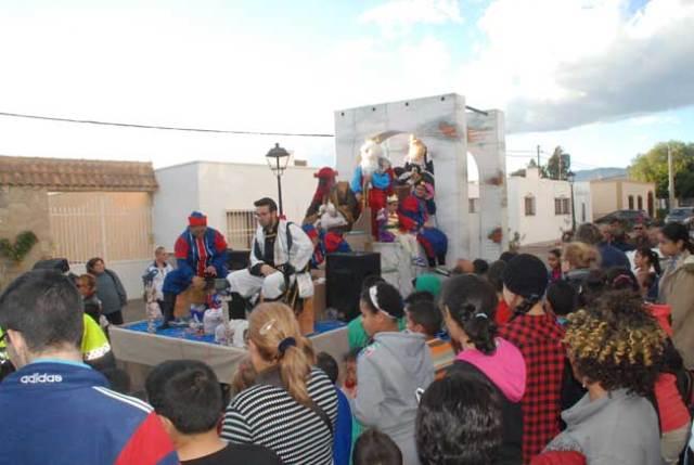 Cabalgata de Reyes en una de las barriadas nijareñas.