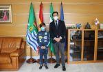 El alcalde de El Ejido recibe al recientemente proclamado campeón de España de Halterofilia en Edad Escolar, Noé Amat