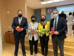 Los menores del Hospital La Inmaculada cuentan con portasueros diseñados en 3D realizados por 30 niños gracias a Guadalinfo