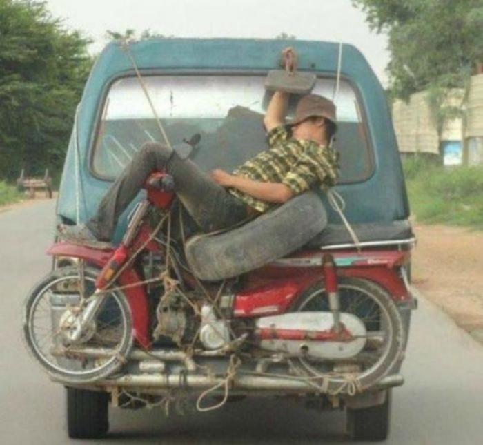 Правила транспортировки людей. | Фото: AutoNet.ee.