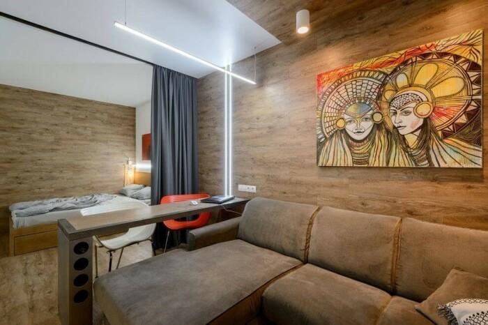 Verhot jakoi huoneen kahteen vyöhykkeeseen ja sopivat orgaanisesti sisustukseen. / Kuva: Decoratw.com