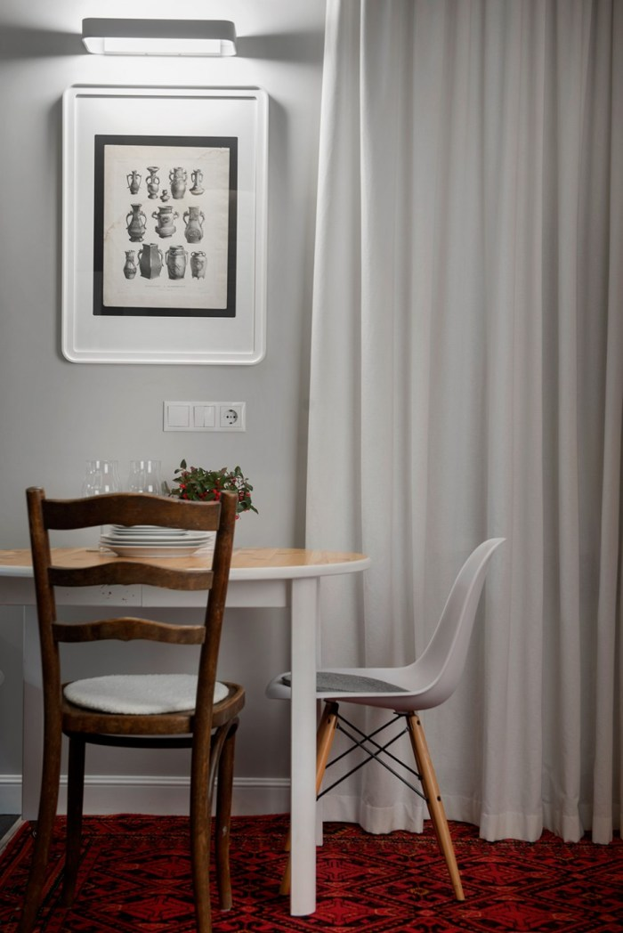 Custom-Chairs-Application-around-the-Table-to-Maximize-the-Decoration-in-Dining-Area-Stylish-Dining-Table-and-Chairs-on-the-Red-Carpet-936x1402