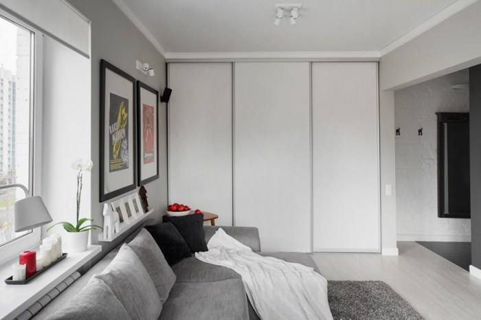 Interior-Details-of-Moscow-Apartment-in-White-and-Grey-Colours-White-in-Closet-Door-and-Wall-Grey-in-Fabric-Sofa-and-Carpet-Rug-936x624