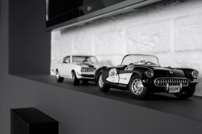 Retro-Car-Decorations-Idea-to-Match-the-Black-and-White-Interior-Home-Color-at-Living-Room-Built-in-Wall-TV-Stand-Design-Make-it-Elegant-936x624