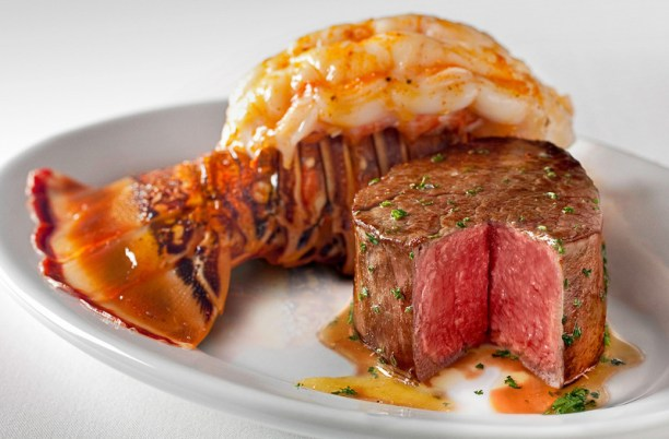 Derby-Experiences-Kentucky-Derby-Dining-Ruths-Chris-Steak-House-Steak