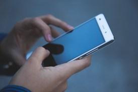 .V boji o pozornost rodičů vítězí mobily nad dětmi