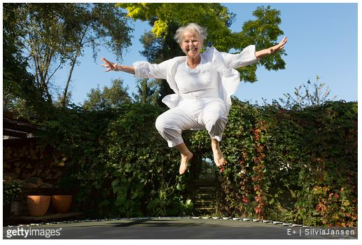 anziana all'aperto
