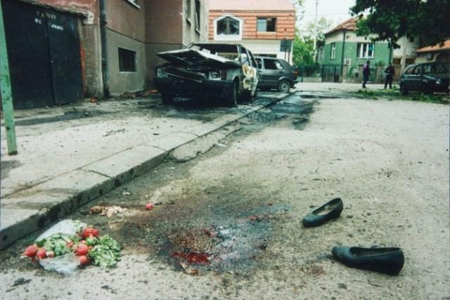 Bombe NATO aviona su padale na sami centar grada, u zoni pijace i bolnice, gde nije bilo nikakvog vojnog cilja, u prečniku od kilometar.