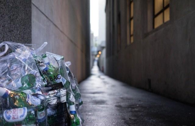 Ljudi žive od kopanja po smeću milijardera