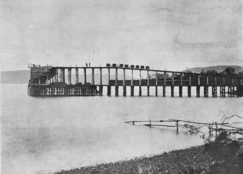 The Sandfly Colliery and Tramway. The jetty on North West Bay near Margate. Beattie photo via Flickr user Traniac - https://www.flickr.com/photos/29903115@N06/14224219468
