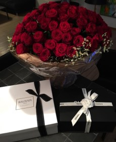 flowers luxury roses flower gifts birthday bouquet gift goals box rose relationship flores arrangements balloons added romantic infinity lifestyle card