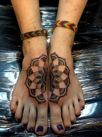 mandala tattoo tattoos foot designs feet most body floral flower meanings geometric pattern tattooblend together symmetrical connecting tattooed toes rose