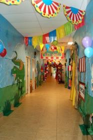 hallway classroom decoration vbs decorations theme hallways themes decor carnival circus elementary decorating primary coaster colossal should kindergarten schools fasching