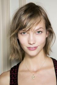 hairstyles hair bangs short length bob kloss karlie maintenance low lob hairstyle feathered side piecey stylecaster part thin corti haircuts