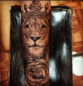 lion tattoo lioness female tattoos sleeve queen meaning designs crown thigh dope lions arm leo woman google forearm mean does