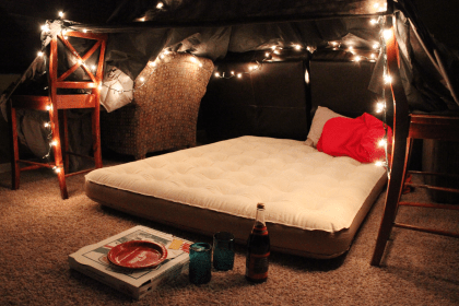 romantic date fort night dates nights forts surprise friday january simple months valentines fridaywereinlove indoor dinner diy idea movies bedroom