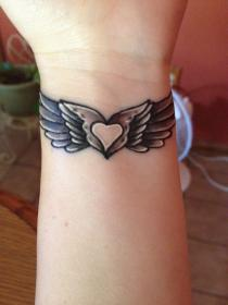 tattoo wing angel wrist tattoos heart designs middle wings memorial hand cool alas girly wrap