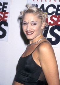 90s gwen stefani hairstyles 1997 hair makeup trends beauty short 1990s outfits 2000s glamour celebrity hairdo tbt epic skin britney