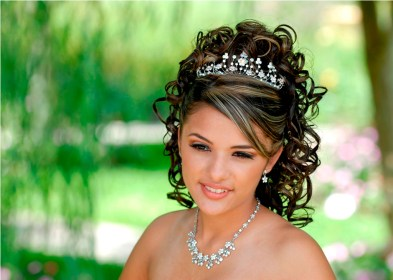 quinceanera hairstyles hair hairstyle hairstyling quince tiara curly sweet updo half messy bun long hanging try give perfect hairstylo trends