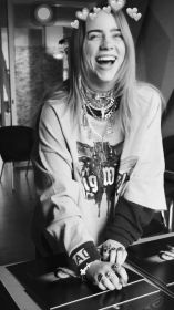 billie eilish aesthetic wallpapers smile cool queen