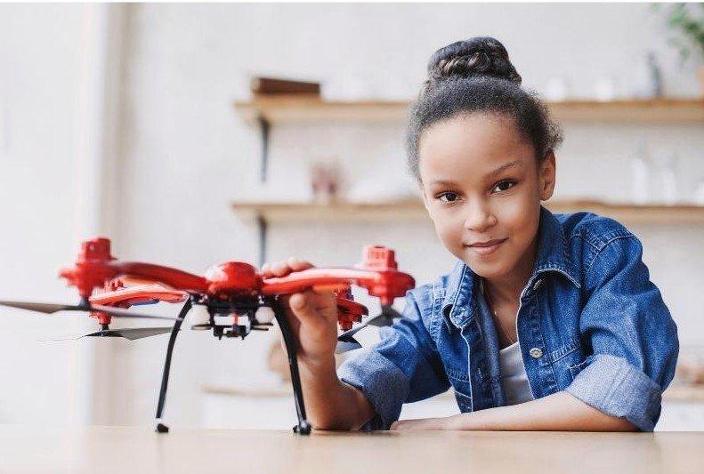 niña-con-dron