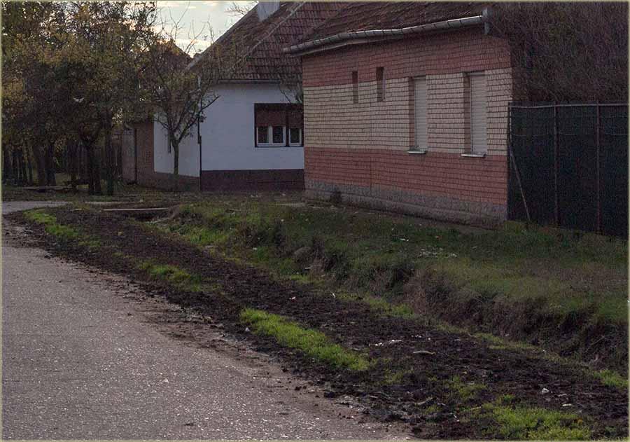 Image result for jendek ispred kuće
