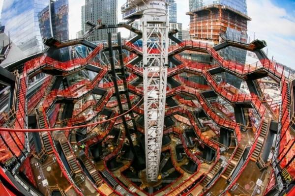 В Нью-Йорке строят смотровую площадку с «бесконечной лестницей» (26 фото + видео)