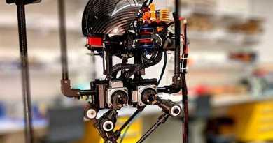 Первый робот, который способен ходить, прыгать и перелетать препятствия