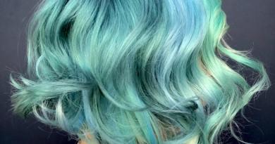 20 причесок, главным элементом которых являются бирюзовый цвет волос