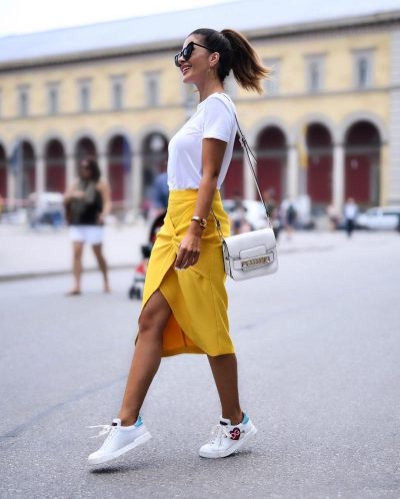 С чем носить юбку миди летом  фото 22