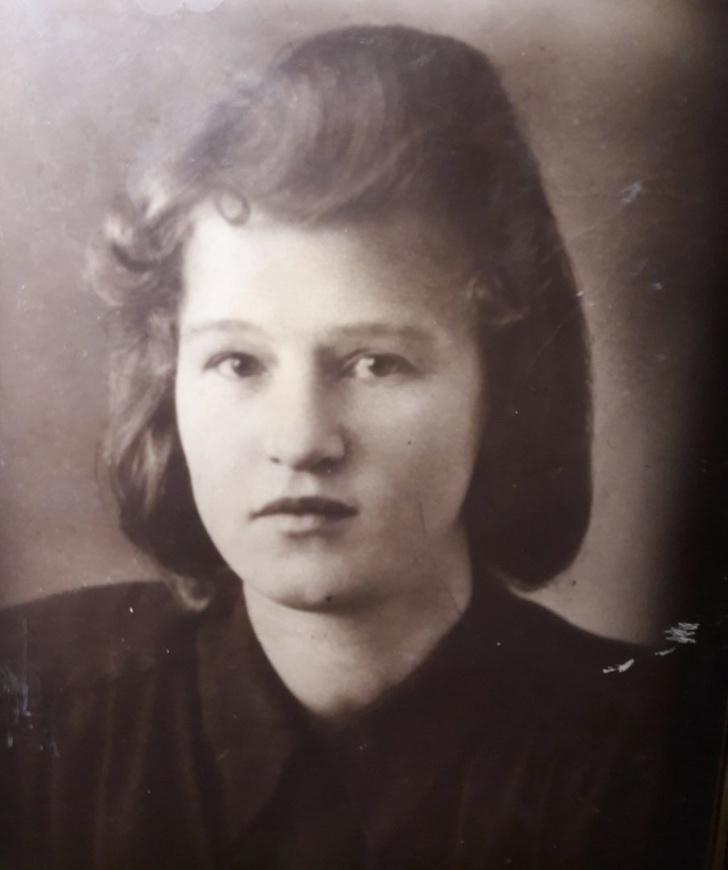 Пользователи сети устроили флешмоб, поделившись старыми снимками своих красивых мам и бабушек