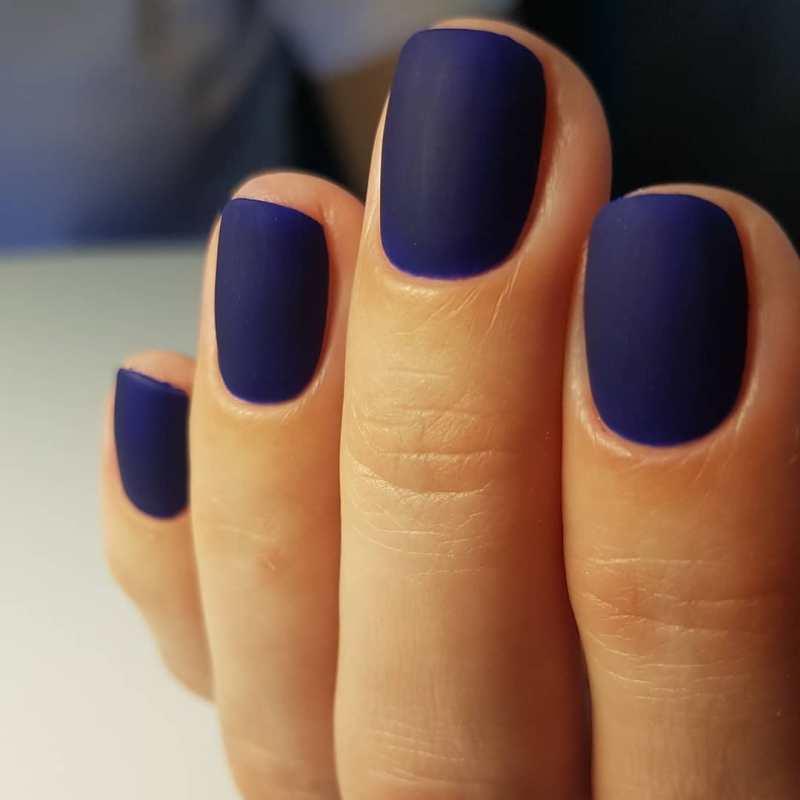 короткие темные ногти_32
