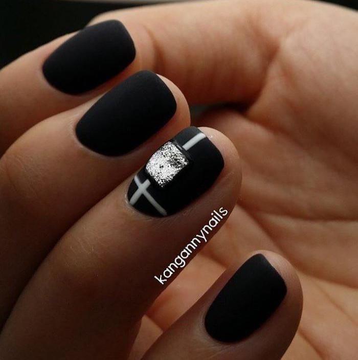 короткие темные ногти_11