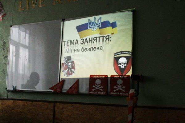 На Донеччині військові 72 омбр провели для школярів урок ...