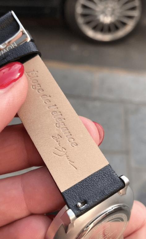 Chaque bracelet NOWA est équipé d'une barre à ressort à dégagement rapide pour un remplacement facile.