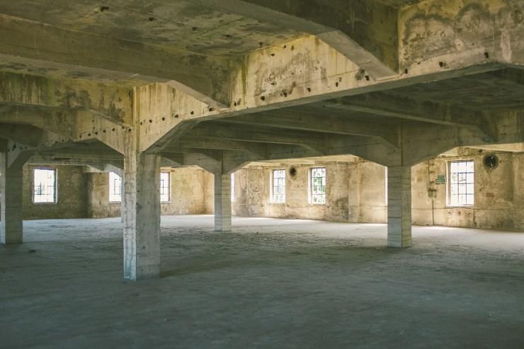 Wnętrza budynku Mleczny Piotr / fot. Jakub Knera