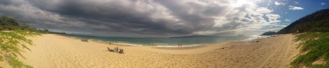 A panorama of Big Beach. You can climb over those rocks on the right to reach the nude beach ...