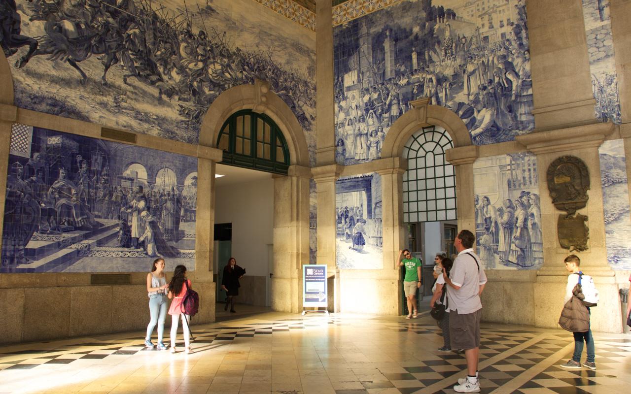 Faites un tour à la gare lors de votre séjour à Porto
