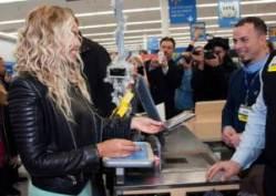 #NowNews : Beyoncé regala tarjetas de 50 dólares en un supermercado