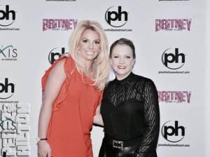 """#Retro Britney Spears y Melissa Joan Hart se reúnen 16 años después de """"You drive me crazy""""."""