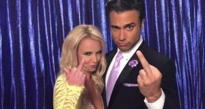 """#NowNews: ¡ Britney Spears y Jaime Camil juntos hacen la """"Britney Señal"""" por primera vez !"""