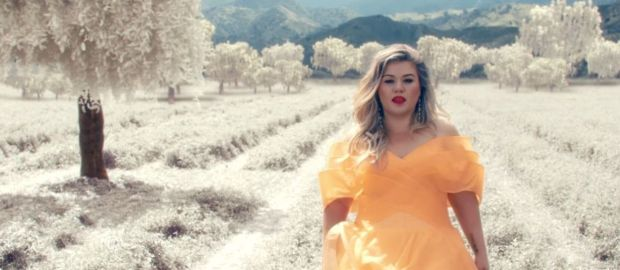 "#NowNews : ¡Kelly Clarkson sorprende con nueva canción! ""Love So Soft"""