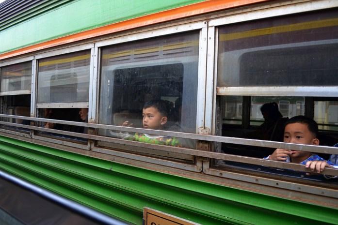 train thailande ayutthaya enfant noworries
