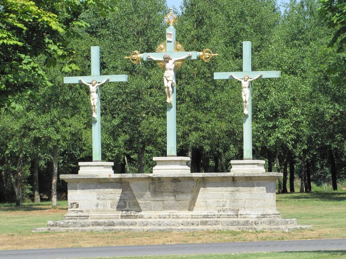 Le Calvaire sur le site de Sainte Noyale