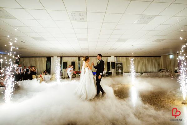 fuochi d'artificio matrimonio primo ballo sposi con fumo pesante