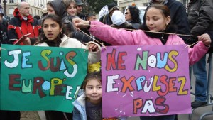 les_roms_prennent_leurs_affaires_en_main_dr[1]