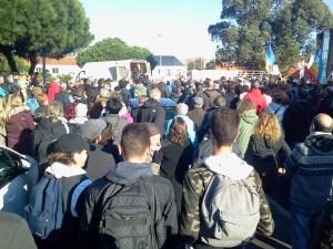 près de 400 personnes rassemblées à saint-Brévin en soutien aux migrants