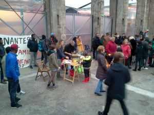 un cinquantaine de personnes ce dimanche, sous les nefs de Nantes, pour encontrer les Mineurs isolés étrangers (MIE)